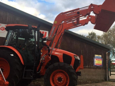 NEW KUBOTA M5092 TRACTOR WITH LOADER & BUCKET